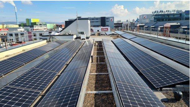 PV-Anlage auf dem neuen Sozialgebäude des Entsorgungsbetriebes der Stadt Mainz